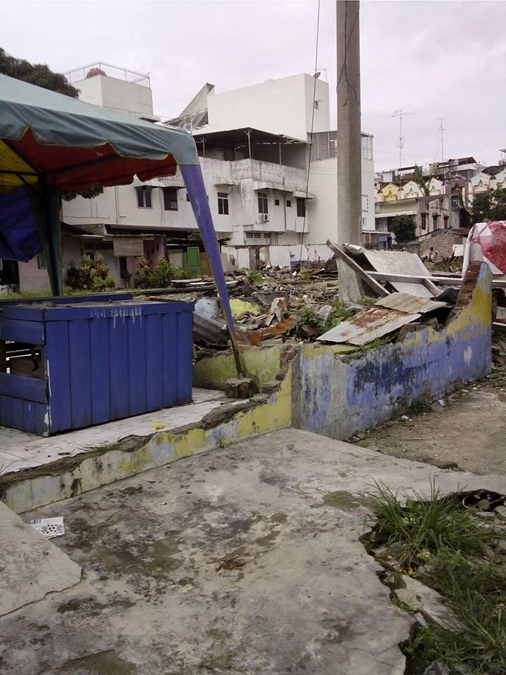 Rumah ibu Mariana setelah penggusuran. Gambar: fb@sahabat kucing.